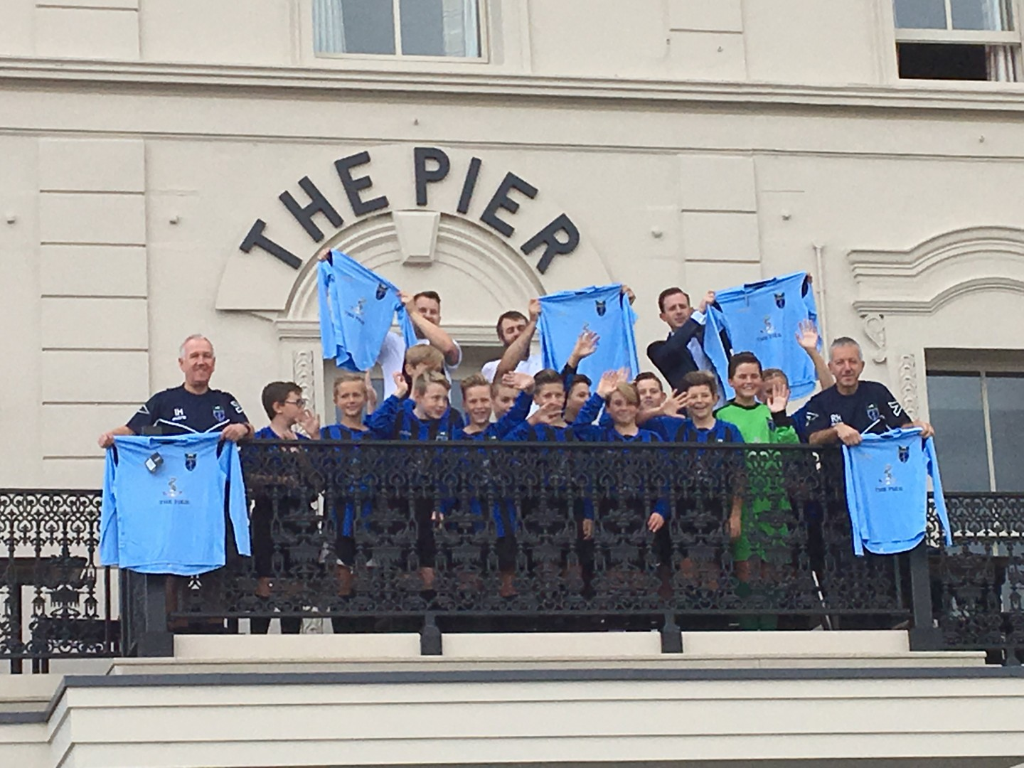 The Pier at Harwich sponsors Little Oakley Football Club Under 13 team